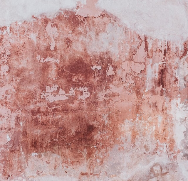 Mur en plâtre abimé