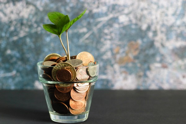 Pot avec pièces de monnaie