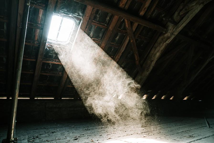 ouverture dans un grenier