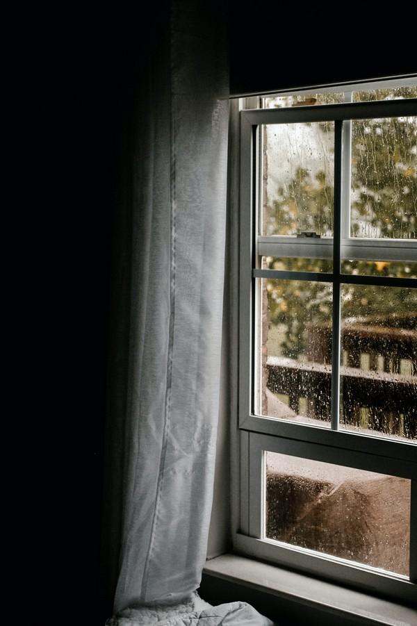 pluie sur fenêtre
