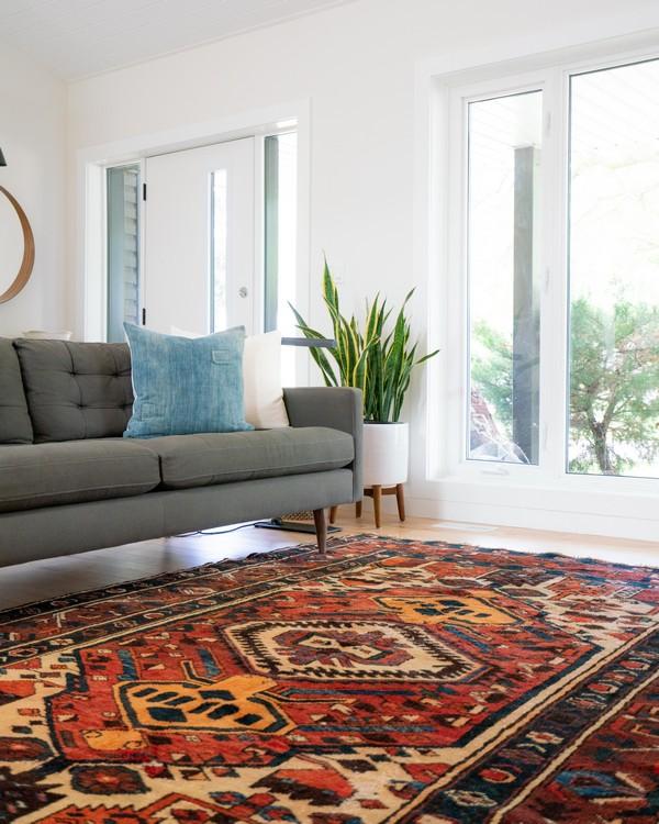 tapis berbère coloré dans un salon