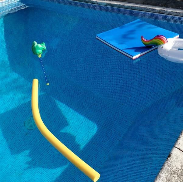 piscine avec jeux gonflables