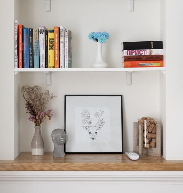 décoration minimaliste avec un tableau de cerf